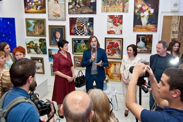 Никас Сафронов привезет в Суздаль свою картину