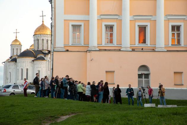 Во Владимире дарили календари, рисовали тюльпаны и судили Стражей Галактики